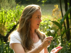 Holli Richey teaching the medicinal and edible properties of Southern plants.